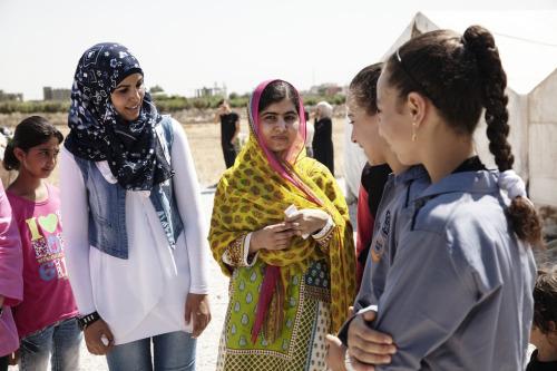 Malala con las niñas sirias refugiadas en su 18 cumpleaños.