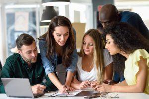 Aprendizaje en el trabajo en una reunión de empresa