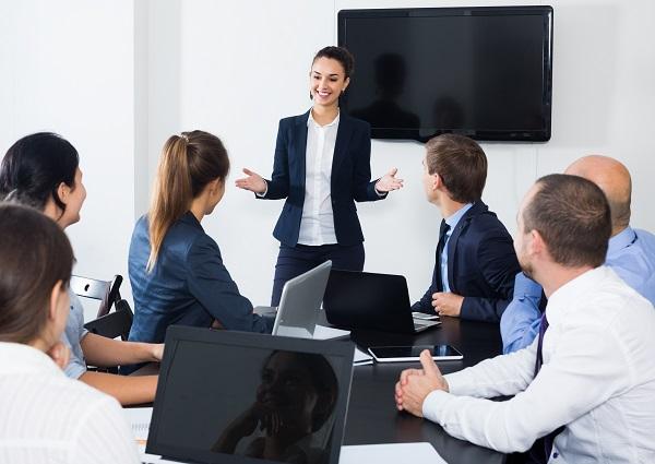 presentación de una directiva en una empresa con plan de igualdad