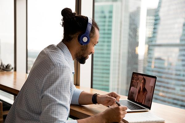 plataforma e-learning en la oficina
